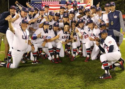 20170910 U-18 Baseball World Cup USA with trophy (James Mirabelli-WBSC)