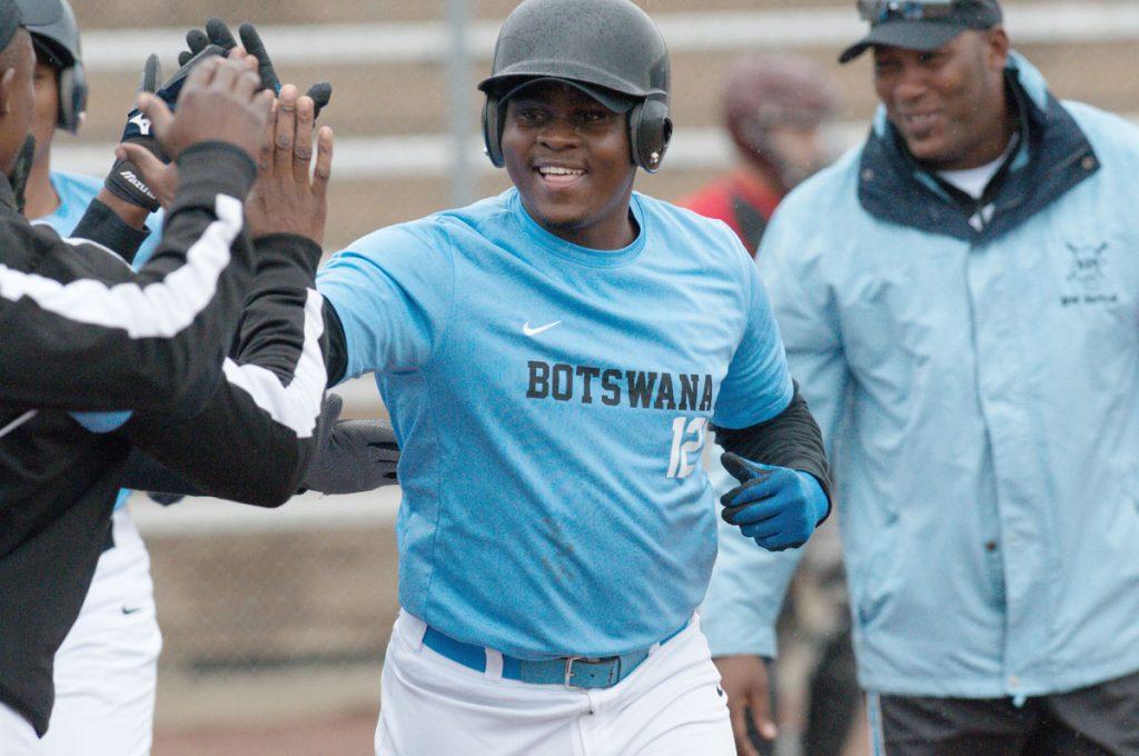 Botsuana avanza a la primera Ronda del Campeonato cuando el Juego de Grupo finaliza en el Campeonato Mundial de Softbol Masculino WBSC