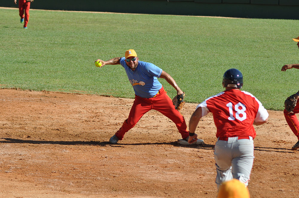 Canada and Venezuela remain undefeated at Pan American Men's Softball Championship