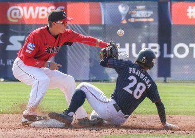 20170910 U-18 Baseball World Cup Willow Canada cannot hold to assist Fujiwara Japan safe (Christian J Stewart-WBSC)