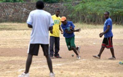 アフリカで開催の友好競技会でバットもグローブも使わない野球のゲームを初紹介