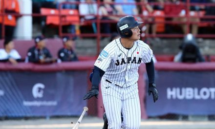 La estrella de la Copa Mundial de Béisbol WBSC Sub-18 Kiyomiya firma con Hokkaido Nippon Ham Fighters de la NPB