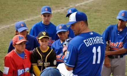 Grandes Ligas Jeremy Guthrie, Salvador Perez dan Clinic de Béisbol en España
