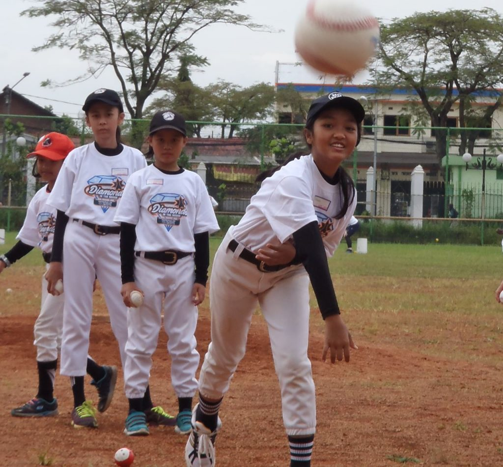 Aussie female baseballers spreading game, confidence among young girls in Indonesia