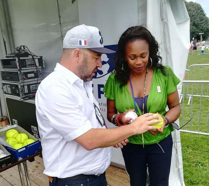 フレッセル大臣がパリ開催のオリンピックデーで野球ソフトボールのブースを訪問