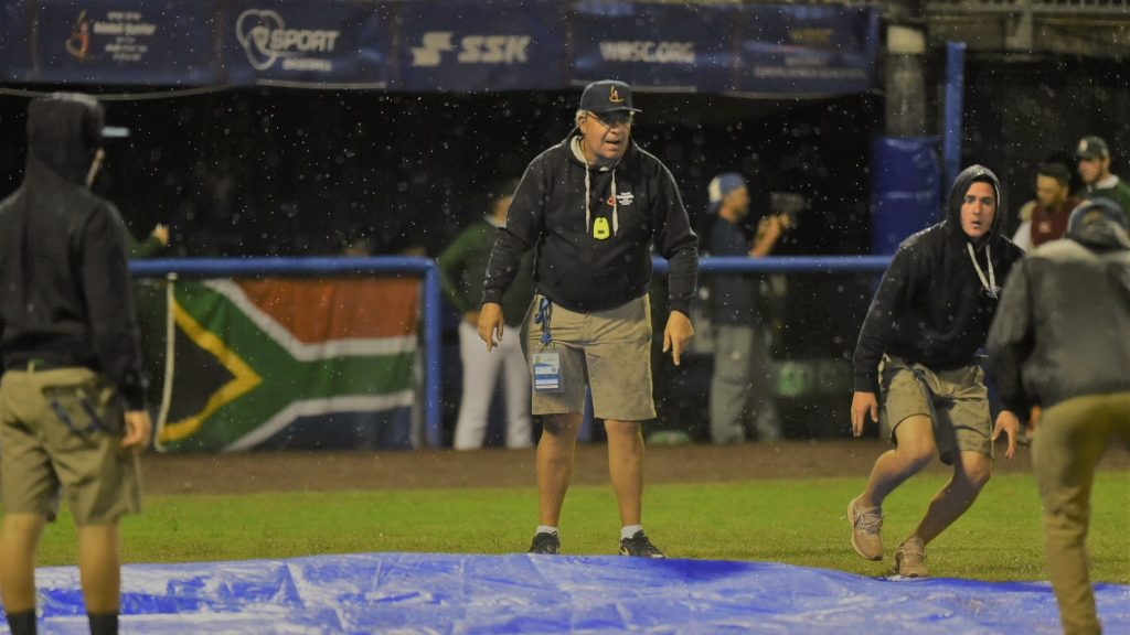 Rain delayed the last third of the game between Italy and South Africa